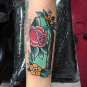 roses-flowers-coffin-old-school-lloyd-woodrome-monarch-tattoo